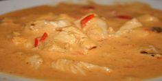 Prøv denne kraftige, opkvikkende chilisuppe fyldt med kylling, rød peber, porre, smøreost og chilisauce. En nem og interessant hverdagsret, fuld af smag.