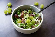 Une petite salade raison feta et roquette, simple en apparence, mais super goûteuse ! Une salade sucrée salée parfaite à réaliser en quelques minutes !