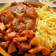 Osso bucco aux légumes      Plat traditionnel milanais, l'osso bucco se prépare ici avec du veau, des carottes, des tomates, du céleri-rave, des oignons et des navets. Fondant et savoureux, il se marie parfaitement avec des spaghetti ou des pommes de terre.