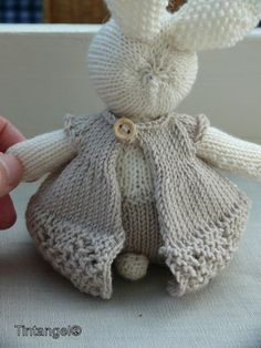 knitted sweater pattern for little cotton rabbits - - Yahoo Image Search Results Knitted Stuffed Animals, Knitted Bunnies, Knitted Animals, Knitted Dolls, Sweater Knitting Patterns, Baby Knitting, Crochet Patterns, Knit Or Crochet, Crochet Toys