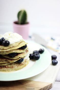Pancake Day 2017 starts with a cup of coffee and delicious american style puffy pancakes. This easy pancake recipe with cinnamon and vanilla extract is great for lazy weekends. Add blueberries, cream and honey for the perfect start of the day.