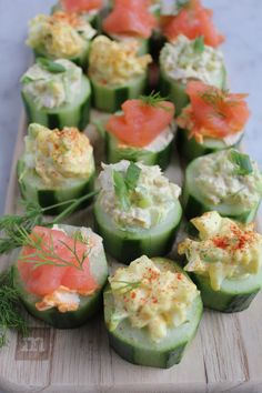 Quick and Easy Cucumber Bites . Three Ways Quick and easy cucumber bites. Three ways! Smoked salmon with sriracha cream cheese, egg salad and tuna salad! Snacks Für Party, Appetizers For Party, Appetizer Recipes, Shot Glass Appetizers, Tea Recipes, Cooking Recipes, Summer Recipes, Canned Tuna Recipes, Cucumber Bites
