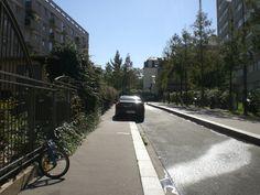 Il+existe+encore+pour+moi+quelques+rues+inconnues+:+...+dans+cette+ville+un+peu+grande+où+je+vis+depuis+si+longtemps. Ainsi+sur+le+chemin+entre+le+kiné+et+la+BNF,+au+gré+d'une+envie+d'aller+à+pied+jusqu'au+métro+qui+offre+un+changement+en+moins,+et+ne+pouvoir+s'empêcher+d'imaginer+que+F.+m'accompagnait,+son+bras+sur+mes+épaules.+ J'étais+bien.  [mardi+21+septembre+2010,+entre+Gobelins+et+Campo+Formi...