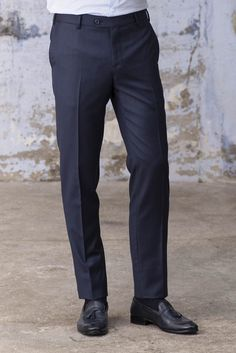 Super pure wool Italian fabric with a weight of 260 gr/mtColor: BlueSemi-slim fitQuality of the details and finishesDelivered with a Pini Parma cotton travel bagMade in Italy Pantalon Costume, Blue Trousers, Preppy, Italy, Slim, Pure Products, Mens Fashion, Parma, Men's Style