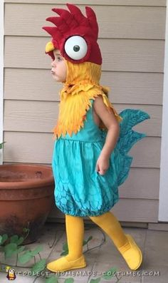 Disney Costumes Coolest 1000 Homemade Costumes You Can Make! - If you love Moana, you will go crazy for this awesome homemade HeiHei costume! Discover DIY instructions to make your best Halloween costume this year. Heihei Costume, Moana Costume Diy, Moana Halloween Costume, Halloween Costume Contest, Toddler Halloween Costumes, Cute Costumes, Disney Costumes, Halloween Kostüm, Family Halloween