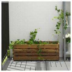 IKEA offers everything from living room furniture to mattresses and bedroom furniture so that you can design your life at home. Check out our furniture and home furnishings! Outdoor Flower Boxes, Pallet Flower Box, Wood Flower Box, Ikea Planters, Planter Boxes, Garden Planters, Acacia, Luz Natural, Belleza Natural