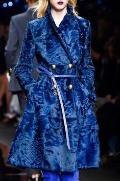 Ermanno Scervino at Milan Fashion Week Fall 2015 - Details Runway Photos Fur Fashion, Fashion Week, Fashion 2020, Look Fashion, Daily Fashion, Runway Fashion, Fashion Show, Autumn Fashion, Fashion Outfits