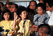 On February Corazon Aquino was sworn in as president of the Philippines, ending decades of dictatorship and becoming the first female president in Asia. Elie Wiesel, People Power Revolution, Trump Coup, President Of The Philippines, Leadership Roles, Power To The People, American War, Badass Women, Corazon Aquino