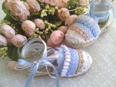 Que bonita combinación Shoe Brands, Boho Chic, Diy And Crafts, Branding Design, Espadrilles, Sneakers, Baby Shoes, Babies, Ideas