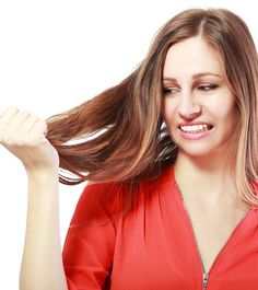 Remedies For Hair How To Stop Hair Breakage – Causes, Home Remedies, And Preventive Tips - Split ends, brittle hair, breakage. May those strands of hair rest in peace! Give these simple home remedies a read to know how to stop hair breakage. Hair Remedies For Growth, Home Remedies For Hair, Hair Growth, Stop Hair Breakage, Hair Removal Diy, Hair Dandruff, Breaking Hair, Healthy Hair Tips, Brittle Hair