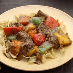 fennel-crusted sirloin tips with bell peppers - The mild anise flavor of fennel seed is balanced by the rich-tasting pan gravy and peppers. Serve with egg noodles tossed with parsley and a drizzle of extra-virgin olive oil. Healthy Recipes, Beef Recipes, Cooking Recipes, Diabetic Recipes, Beef Tips, Diabetic Foods, Cooking Ideas, Food Ideas, Chicken