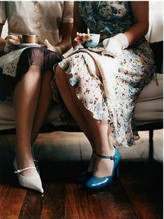 Modern Country Style: The Last Hurrah.of at least. Afternoon Tea Parties, Mid Afternoon, Cuppa Tea, Vogue, Vintage Tea, Vintage Coffee, Vintage Style, High Tea, Retro