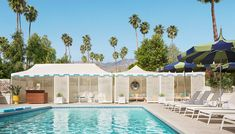 The popular American interior designer Jonathan Adler created another vibrant and colorful design project, a hotel in Palm Springs. The Parker Palm Springs hote Hotel Et Spa, Hotel Pool, Palm Springs Resorts, Desert Resort, Parker Palm Springs, New Orleans Hotels, Beverly Hills Hotel, Leading Hotels, Best Places To Travel