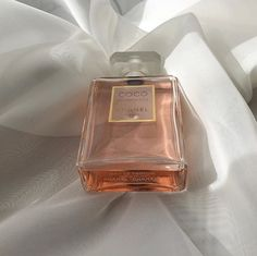 Classy Aesthetic, Aesthetic Makeup, Pink Aesthetic, Perfume Scents, Perfume Bottles, Coco Chanel Mademoiselle, Parfum Chanel, Perfume Collection, Body Spray