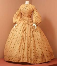 Note pleated bodice, exaggerated coat sleeves, self-trim (contrast bound? Vintage Outfits, Vintage Gowns, Vintage Mode, 1800s Clothing, Antique Clothing, Historical Clothing, 1850s Fashion, Edwardian Fashion, Vintage Fashion