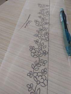 Floral border design Hand Embroidery Design Patterns, Embroidery Flowers Pattern, Embroidery Motifs, Hand Embroidery Stitches, Diy Embroidery, Machine Embroidery, Broderie Simple, Floral Border, Border Design