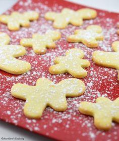 Bonjour les Cookies ! Noël approche et j'avais envie de faire des biscuits pour l'occasion ! Il me restait de la poudre d'amande suite ...