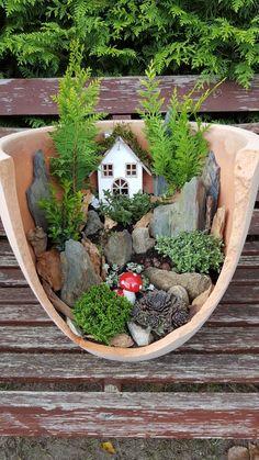 Märchengarten # Minijardinen - Büşra - Diy - Ostern Dekoration Garten Beton Things to consider for e Broken Pot Garden, Fairy Garden Pots, Fairy Garden Houses, Garden Art, Garden Crafts, Garden Projects, Diy Jardin, Miniature Fairy Gardens, Succulents Garden
