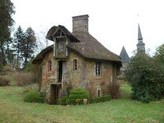 File:Saint-Symphorien-des-Monts - Chaumière dite Maison du jardinier.JPG