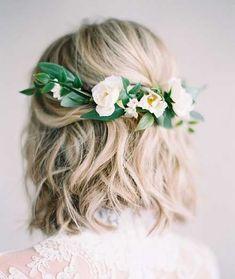 Kurze Haare mag ein wenig schwierig zu arbeiten mit für Besondere Anlässe aber es gibt einige Frisur Ideen, je nach Länge. Diese sind sowohl für große Bräute und Brautjungfern, die gerne zu gehen, mit einer natürlichen, kurze Frisur für die Hochzeit. Lassen Sie uns einen Blick auf die besten kurze Hochzeits-Haar-Ideen, die wir zusammengestellt: 1. Hochzeitsfrisur …