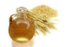 El aceite de germen de trigo posee propiedades que pueden tratar los problemas cardiovasculares, prevenir y hasta curar enfermedades del corazón, aumentar el rendimiento físico y mental, y muchos beneficios más. SIGUE LEYENDO EN: http://alimentosparacurar.com/n/270/germen-de-trigo-para-cuidar-el-corazon.html