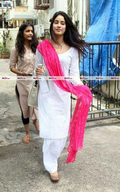 Ethnic Outfits, Indian Outfits, Fashion Outfits, Casual Outfits, Patiala Suit Designs, Kurta Designs Women, Simple Dresses, Pretty Dresses, Punjabi Dress Design