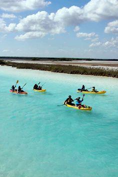 La Laguna de los Siete Colores un lugar perfecto para dar un paseo en kayak. #Bacalar #PuebloMágico #MexicoHoteles @sedetur http://ift.tt/1JXqDdz