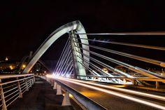 Puente del Milenio, lateral nocturno.