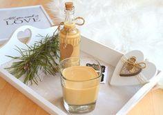 Recept na výborný krémový nápoj připomínající Baileys. Domácí likér v ozdobné lahvi a s ručně psanou etiketou může být originálním dárkem nejen na sv. Valentýna.