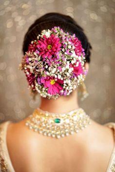 Is dramatic hair the next big trend in Indian weddings? Penteados para Noivas pequeno você está no. Romantic Bridal Updos, Bridal Hairstyle Indian Wedding, Bridal Hair Buns, Bridal Hairdo, Indian Bridal Hairstyles, Indian Wedding Hairstyles, Indian Bridal Makeup, Bride Hairstyles, Updo Hairstyle