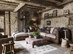 Create a country-inspired look with the Hemsley sofa range, combining vintage leathers and British wool.