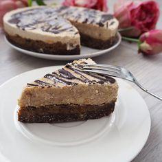 Mandlovy dort Snickers Cake, Cheesecake, Desserts, Food, Tailgate Desserts, Deserts, Cheesecakes, Essen, Postres