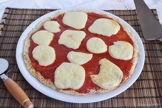 La cosiddetta pizza di cavolfiore è una particolare pietanza che di pizza, ovviamente ha solo l'aspetto. La base, infatti, invece di essere fatta con l'impasto