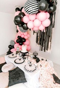 Halloween Dessert Table, Halloween Desserts, Halloween Party Decor, Halloween Treats, Halloween Goodie Bags, Halloween Party Favors, Halloween Birthday, 1st Boy Birthday, Baby Halloween