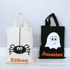 Personalised Halloween Ghost Or Spider Shopper Bag Halloween Candy Bags, Halloween Trick Or Treat, Halloween Kids, Halloween Party, Halloween Taschen, Personalized Halloween Bags, Halloween Geist, Trick Or Treat Bags, Kids Bags