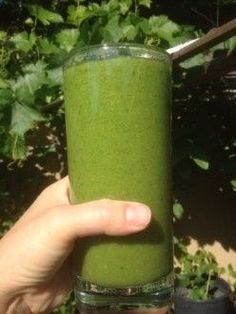Glowing Green Smoothie and Beauty Detox: water, spinach, romaine lettuce, celery, apple, pear, banana, lemon juice