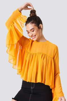 The Ruffle Top by NA-KD Boho features wide decorative bell sleeves with ruffles, a loose fit and closes with one button on the back which leaves a keyhole opening. Muslim Fashion, Modest Fashion, Hijab Fashion, Fashion Dresses, Girl Fashion, Fashion Design, Pakistani Fashion Casual, Womens Fashion, Cute Dresses