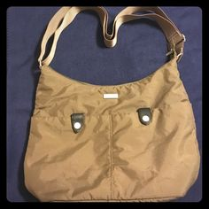 Baggallini Purse Great condition, gently used. There are 3 pockets inside ( 1 zips), 2 pen pockets, a fastened pocket on the back and also the front two pockets are functional as well. There are two small pen marks on the very bottom see last photo. Baggallini Bags Shoulder Bags