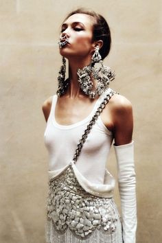 Karlie Kloss in hella Givenchy