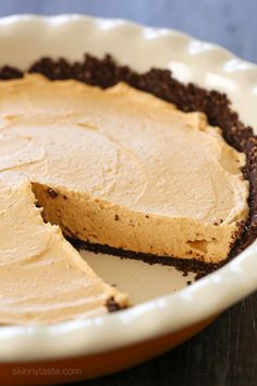 Pumpkin Spice No-Bake Cheesecake –an easy, low-calorie Fall dessert. Perfect for Thanksgiving!