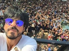 Shahrukh Khan's 50th birthday EXCLUSIVE MORNING FOOTAGE from MANNAT. See the full video at : https://youtu.be/0C_7vhQpZDU #shahrukhkhan