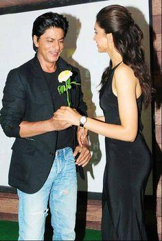 SRK-Deepika's Chennai Express chugs into Kerala