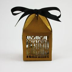 Art Deco lasercut party favor box by Katblu. Perfect for weddings and Roaring 20's theme parties.
