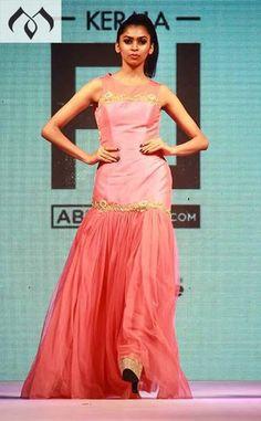 #keralafashionleague #kochi #kfl #hyderabaddesigner #coutureindia #indiancouture #mughalconcept #kochi #peachfashion Contact Details:040-65550855/9949047889 Watsapp:8142029190/9010906544 Email-id:Mugdha410@gmail.com Instagram:MugdhaArtStudio