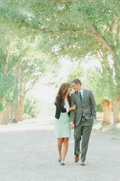 Utah Wedding Photographer. Stephanie Sunderland Photography. Cute Engagement shoot ideas. Cute Outfits for Engagements.