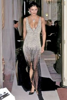 haute couture dress couture couture dresses couture kleider couture rose couture rules Helena Christensen for CHANEL Haute Couture Spring/Summer 1997 Haute Couture Dresses, Couture Fashion, 90s Fashion, Runway Fashion, High Fashion, Fashion Show, Vintage Fashion, Gala Dresses, Costume