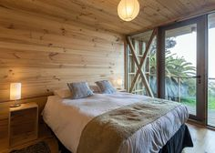 Image 17 of 48 from gallery of Hostal Ritoque / Alejandro Soffia + Gabriel Rudolphy. Photograph by Juan Durán Sierralta Kaizen, Ways To Sleep, Modern Aesthetics, Wood Architecture, Cabin Homes, Design Process, Chile, Interior Decorating, Flooring