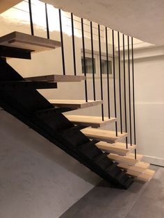 DIY Staircase ideas, stairway ideas, stairs out of light wood and iron, light wood steps, DIY portaat vaaleaa puuta
