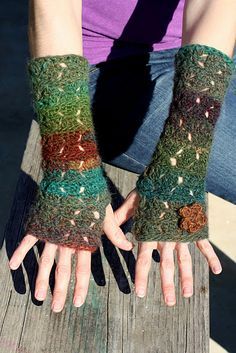 Free Crochet Diamonds & Dashes Fingerless Gloves Pattern.