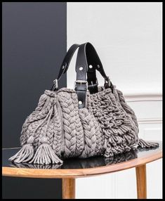 Marvelous Crochet A Shell Stitch Purse Bag Ideas. Wonderful Crochet A Shell Stitch Purse Bag Ideas. Best Purses, Cute Purses, Pink Purses, Crochet Handbags, Crochet Purses, Crochet Bags, Handmade Handbags, Handmade Bags, Lidia Crochet Tricot